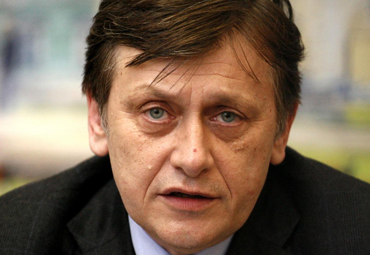 Crin Antonescu si-a anuntat ieșirea din politica