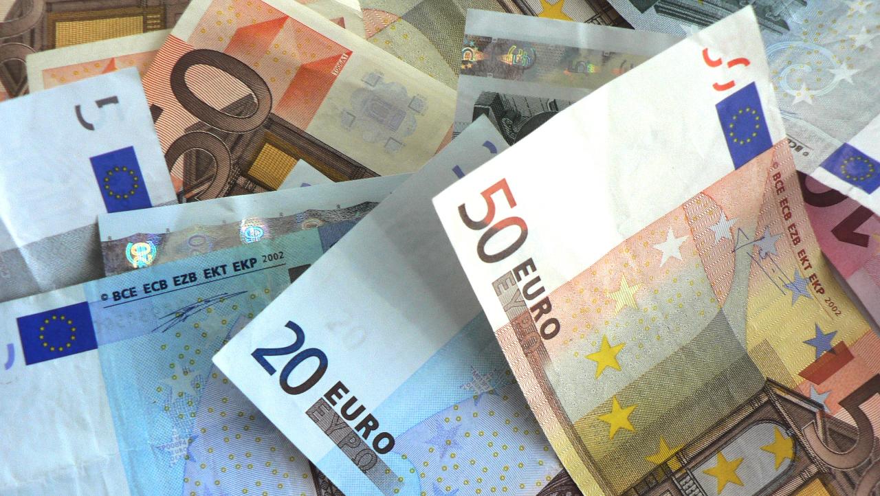 Grecia ar putea interzice platile cash