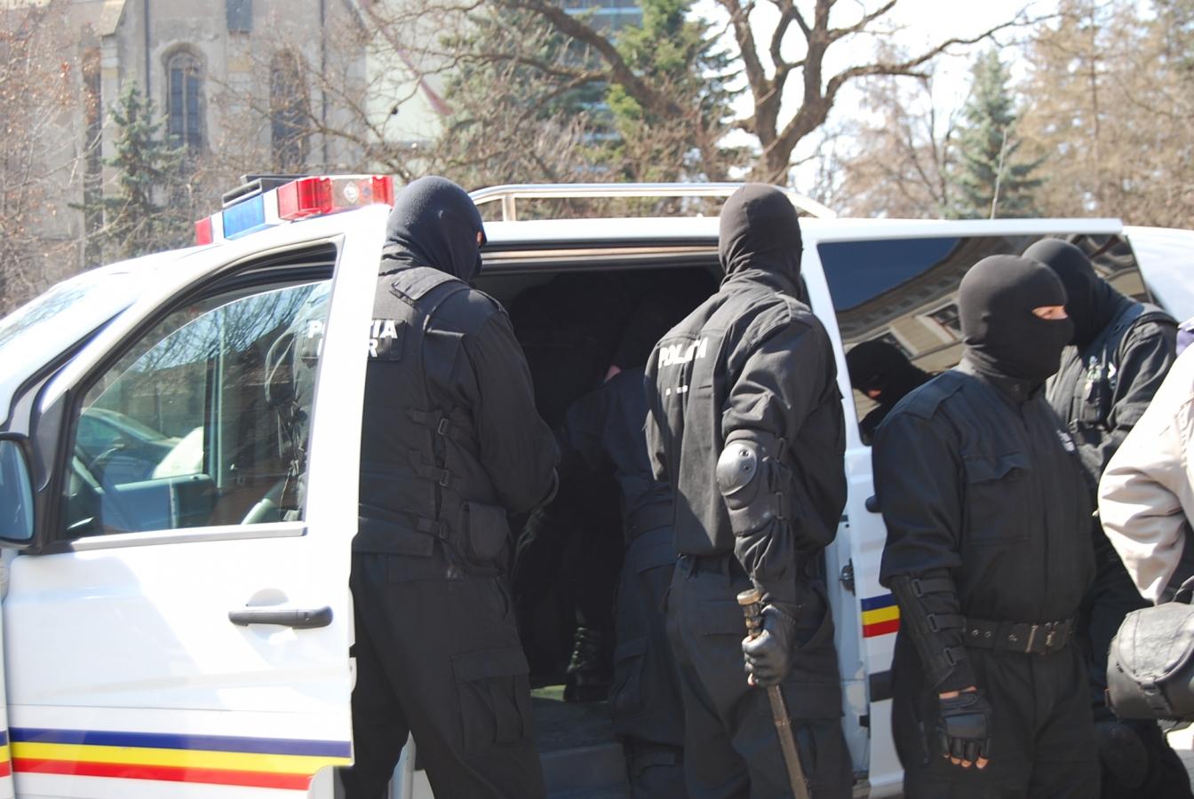 Perchezitii la o reţea de 150 de firme evazioniste, prejudiciu uriaş