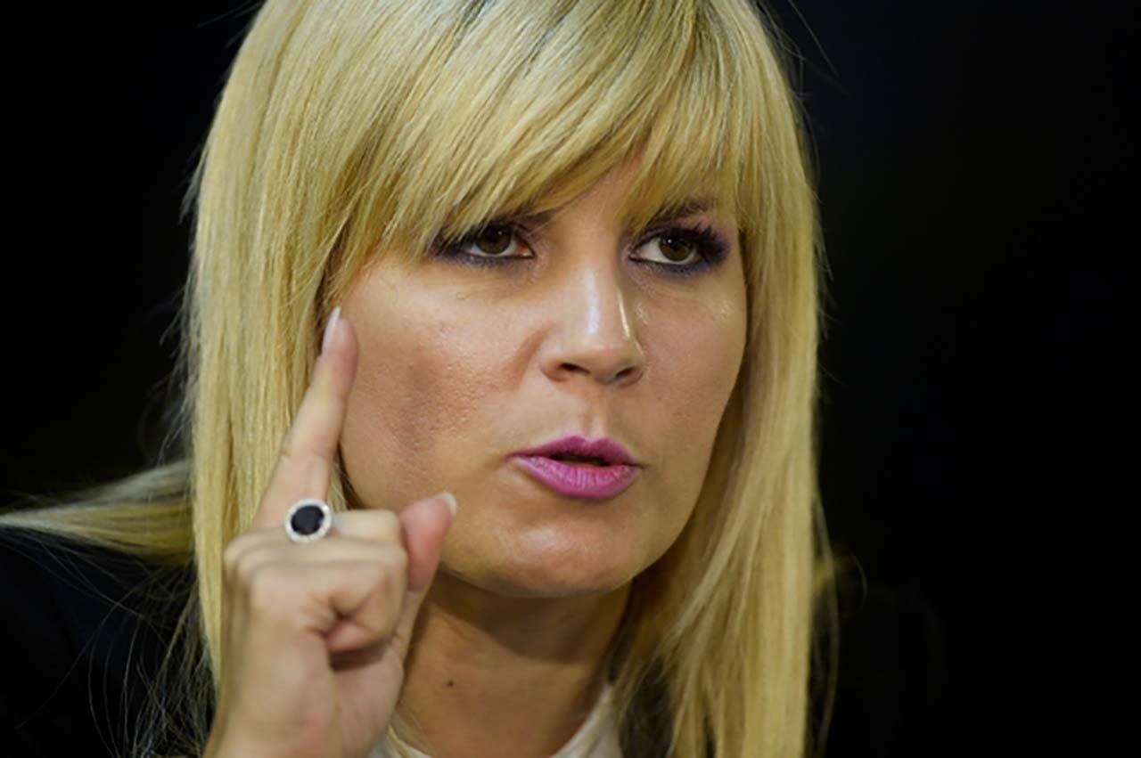 Elena Udrea, candidata la Presedintia României, participa la emisiunea Gandul Live, in Bucuresti, miercuri, 22 octombrie 2014. OCTAV GANEA / MEDIAFAX FOTO