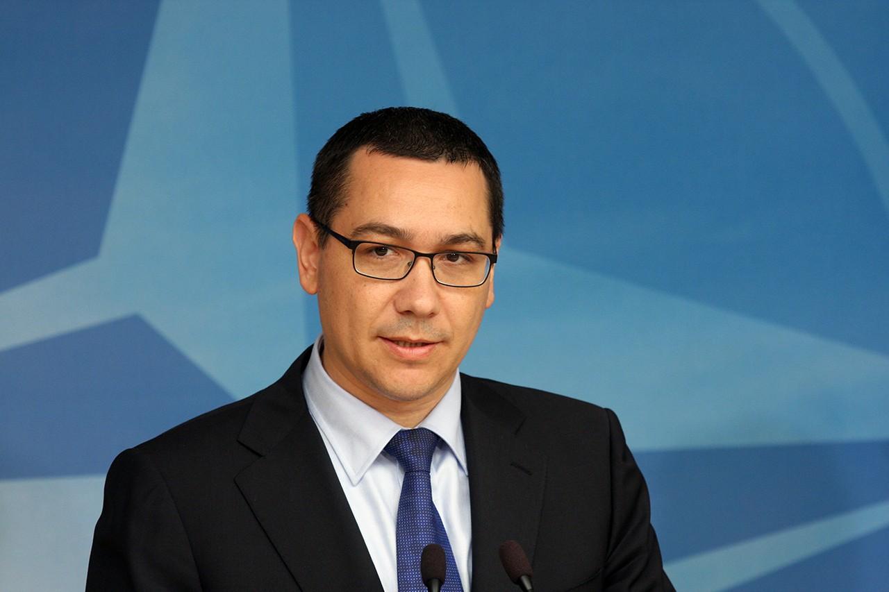 Premierul Romaniei, Victor Ponta sustine un discurs in timpul unei conferinte de presa alaturi de secretarul general NATO, Anders Fogh Rasmunsen (nu este prezent in imagine), in prima vizita de lucru de la instalare, la Sediul NATO din Bruxelles, joi, 10 mai 2012. STEFAN MICSIK / MEDIAFAX FOTO
