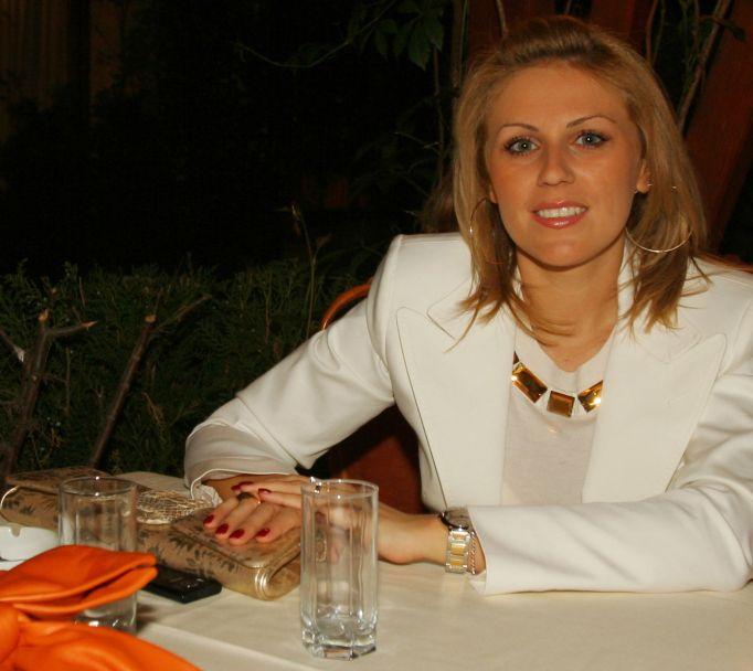 Ioana Tariceanu in restaurantului Mcmonis din Bucuresti(28 mai 2008/foto Marius Coman/Click)