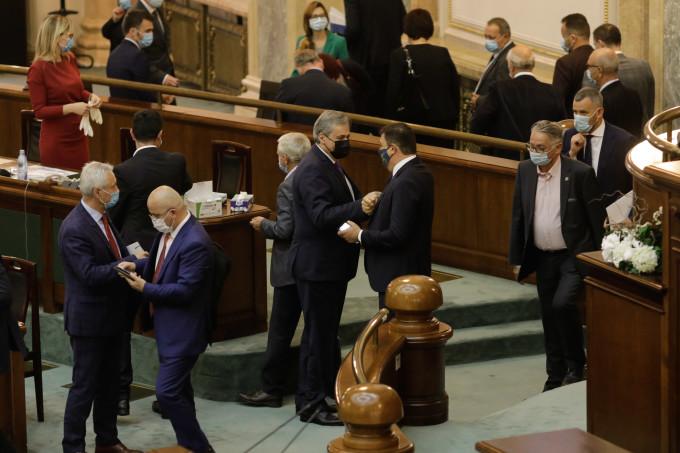 Sondaj IMAS: O treime dintre alegătorii din România ar vota cu PNL