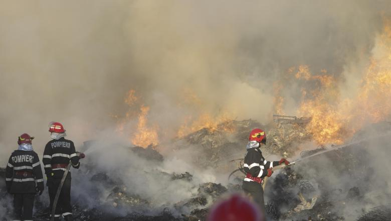 Un nou incendiu la clădirea părăsită din cartierul Chitila ...  |Incendiu Chitila