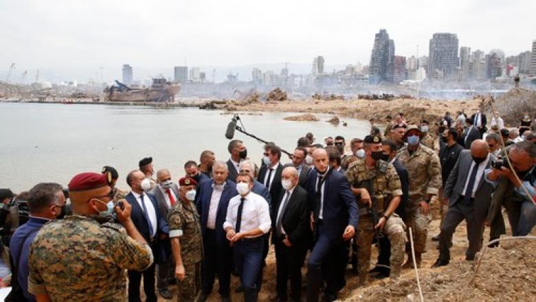 Peste 44.000 de oameni au semnat o petiție prin care îi cer lui Macron să preia controlul Libanului