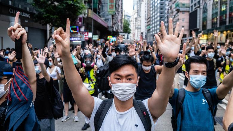 Patru studenţi din Hong Kong implicaţi într-un grup separatist care promovau independența