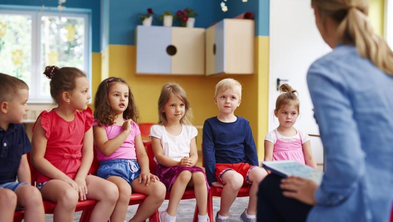 OUG: Copiii cu vârsta cuprinsă între 2 şi 18 ani vor primi în septembrie 185 de lei, iar cei de până la 2 ani sau cei de până la 18 ani, dacă