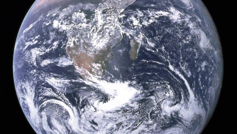 Nucleul pământului, mai tânar decat Terra?