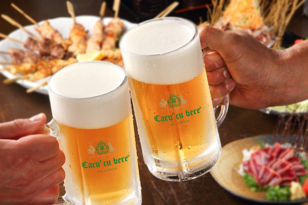 Preferată de mulţi români, berea la halbă