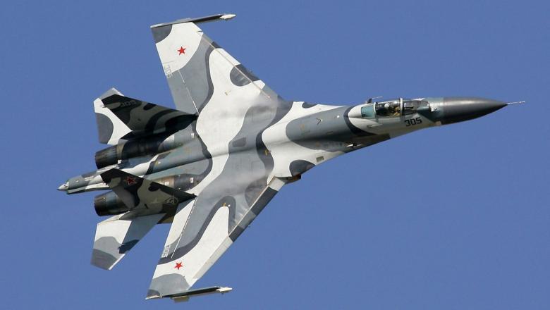 Un avion Suhoi, trimis de Moscova
