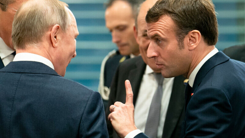 Emmanuel Macron îi cere lui Putin