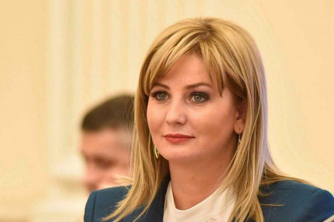 Senatoarea Roxana Paţurcă exclusă din PSD: Nu face nimic trec la PNL unde soțul meu este deja membru