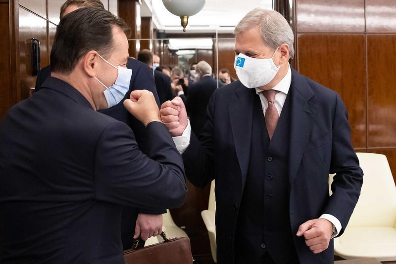 Întâlnire la nivel înalt! Ludovic Orban și comisarul european Johannes Hahn, dicuți despre bugetul multianual 2021-2027