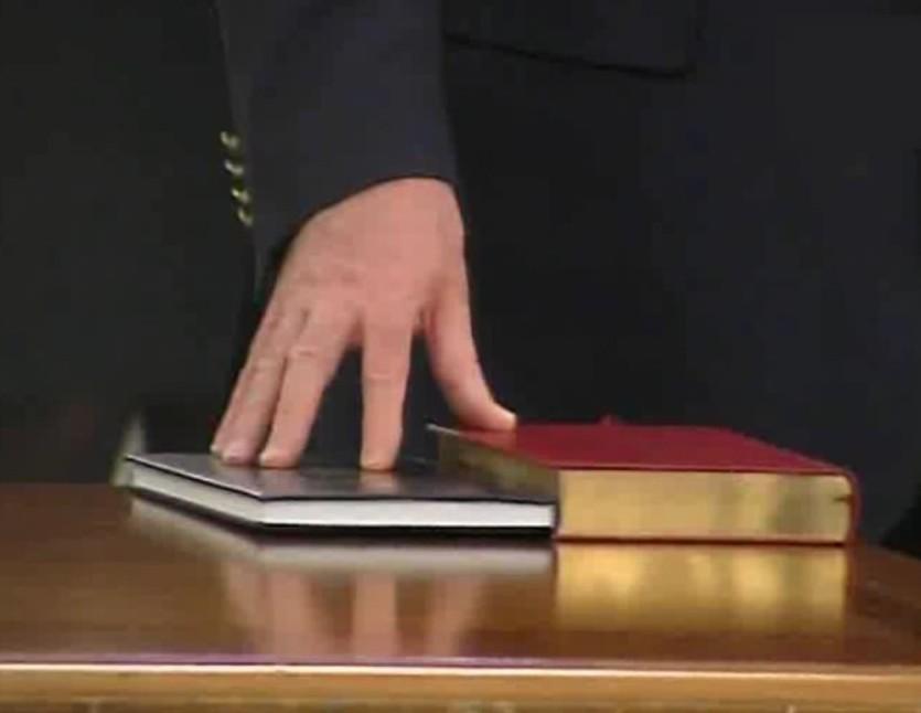 USR PLUS a organizat boicot la juramantul pe Biblie