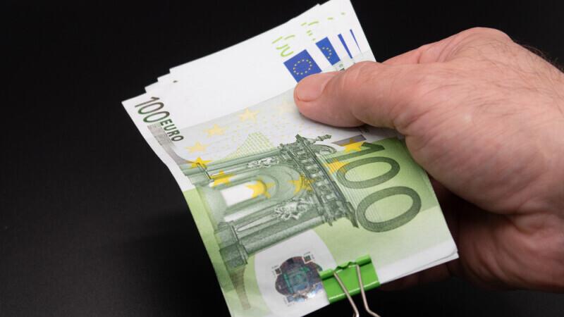 Indicatorul de încredere macroeconomică a crescut, în septembrie, iar euro ar putea ajunge la 5 lei