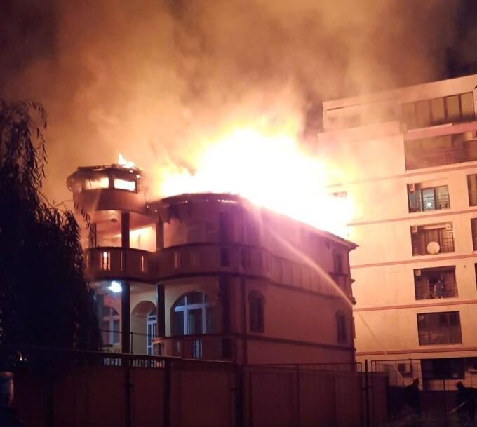 Două case au ars din temelii, în Sectorul 3 al Capitalei