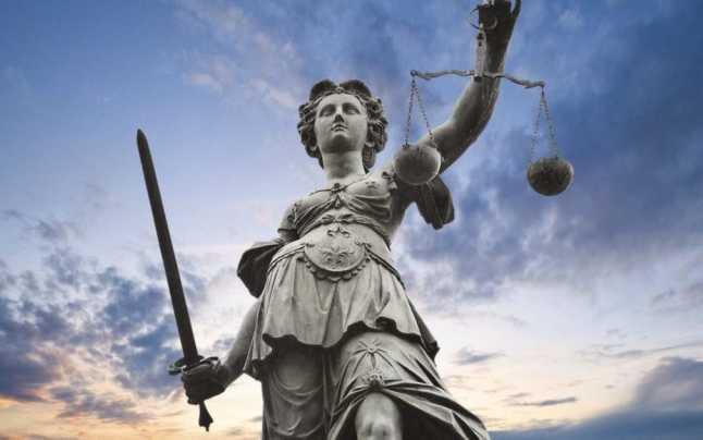De la statul de drept, s-a trecut la statul în poziție de drepți