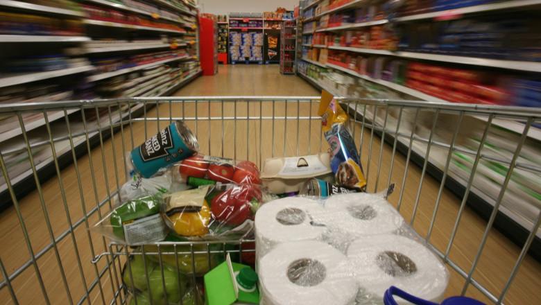 Constănțenii au dat navală la cumpărături de alimente, speriați de ideea de carantină
