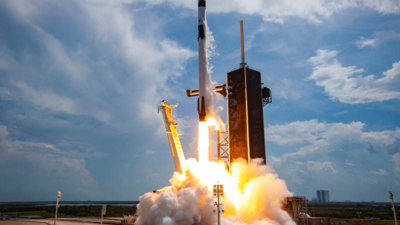 SpaceX trimite