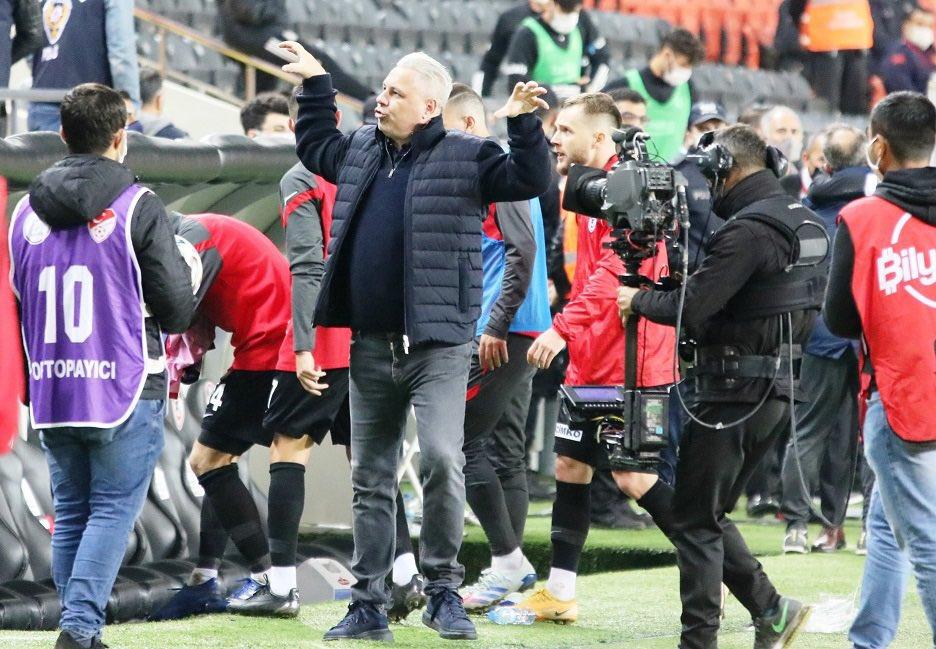 Marius Şumudică i-au deranjat pe turci