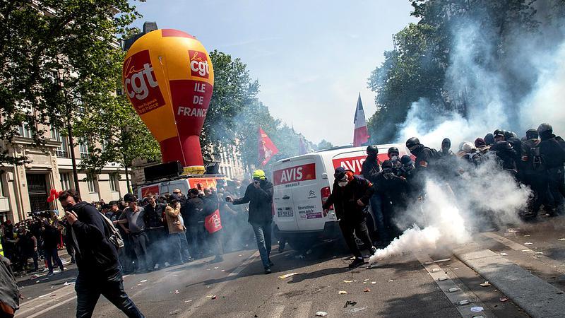 Violențe în Franța! Primarii