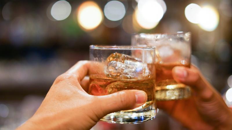 UE, românii au cheltuit mai mult pe alcool