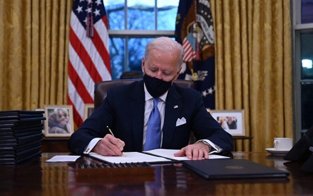 Joe Biden proaspăt instalat în Biroul Oval