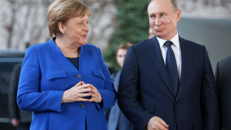Vladimir Putin şi Angela Merkel