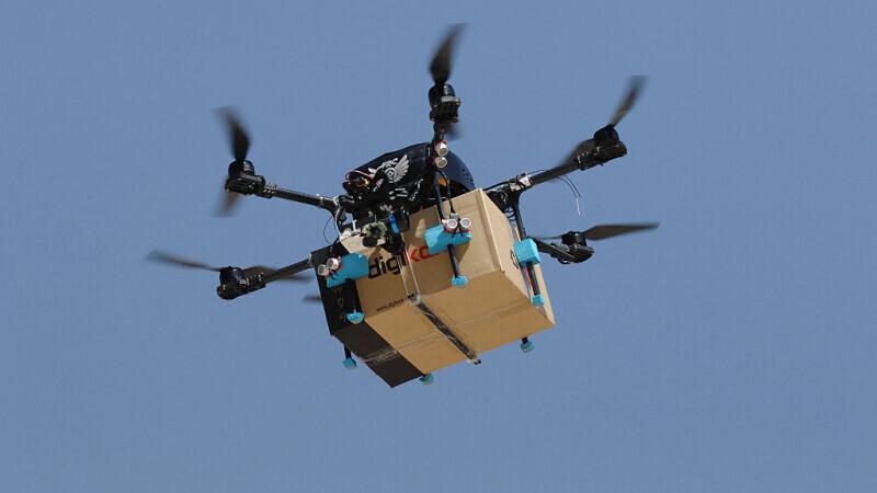 O adoleșcentă din Suceava aducea țigări de contrabandă cu drona