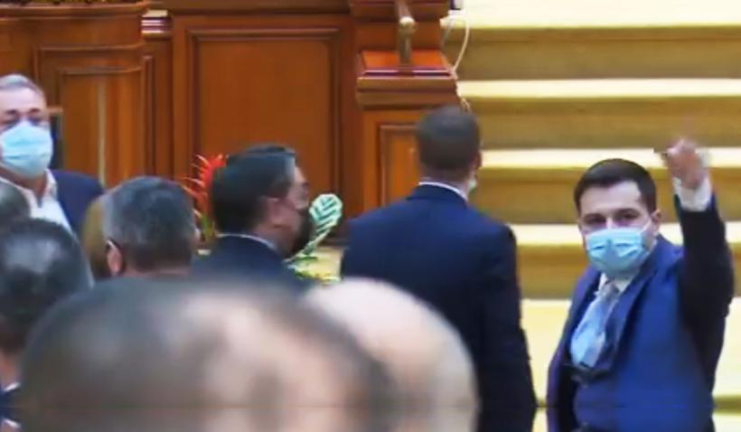 Scandal în Parlament la moţiunea
