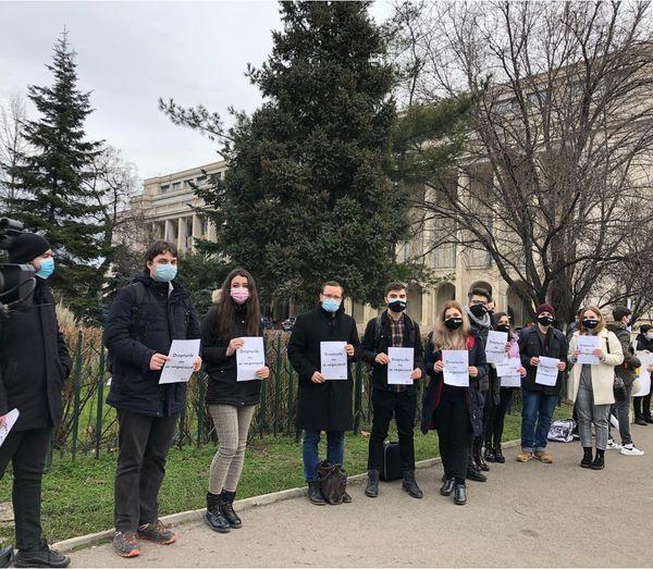 Elevii şi studenţii protestează