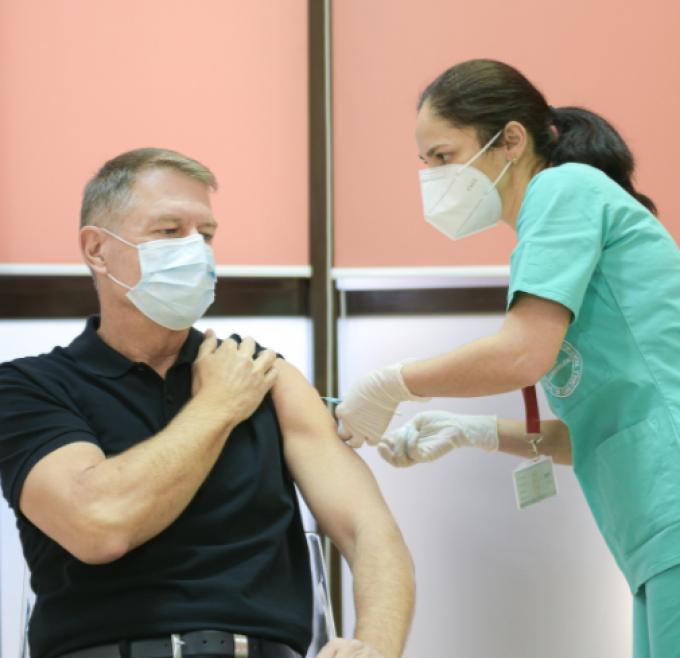 Iohannis s-a vaccinat cu a doua doză, însă, de data aceasta, fara presă