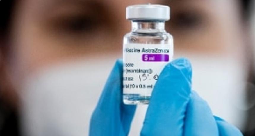 Trei angajați în sistemul sanitar, internați după vaccinarea cu Astra Zeneca
