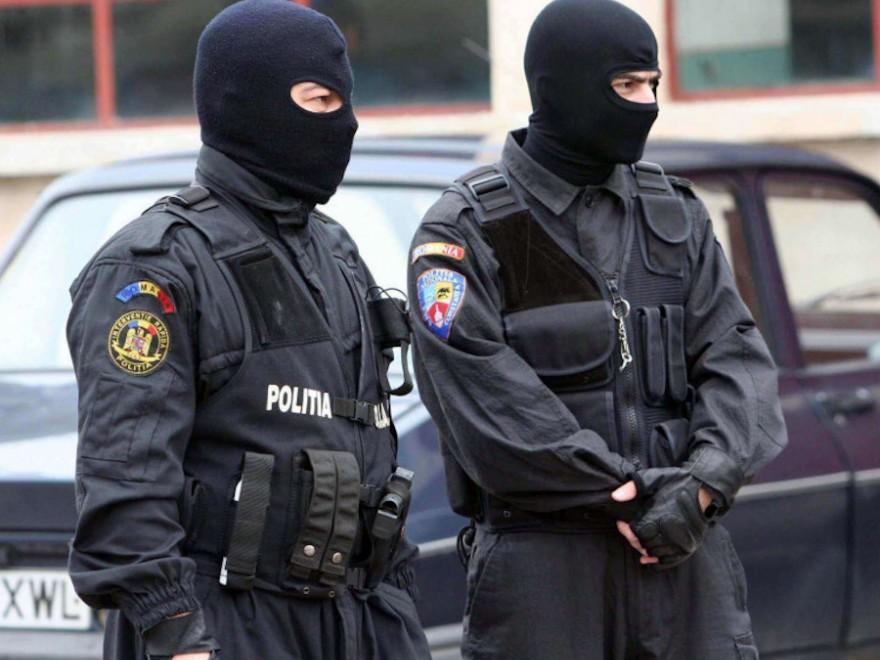 percheziţii făcute în Dâmbovița, pentru trafic de droguri