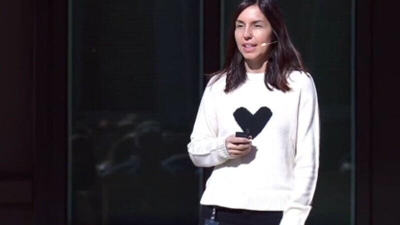 Povestea unei românce care lucrează direct cu Mark Zuckerberg
