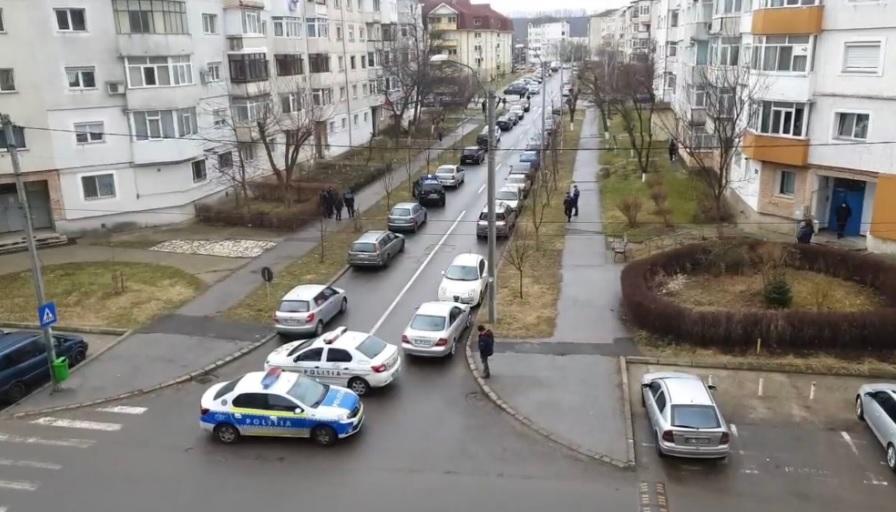 La Onești, un bărbat a ucis doi muncitori pe care îi luase ostatici