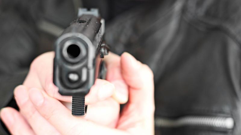 Poliţist a tras 16 focuri de armă, în încercarea de a opri niște hoți violenți