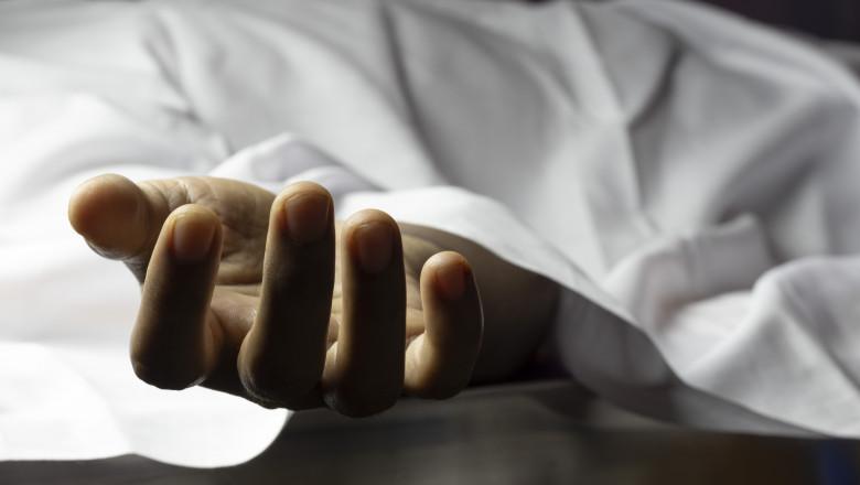 Un bărbat bolnav de COVID, care a refuzat internarea, găsit mort în casă