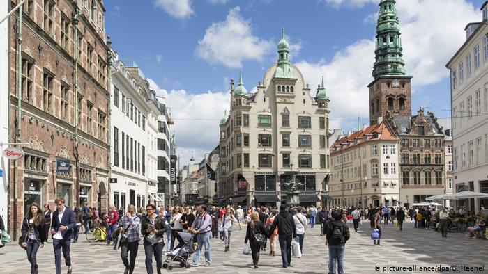 Danemarca iese din zona restricțiilor COVID și reia viața normală