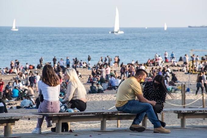 Plajele din Catalonia, pline de oameni