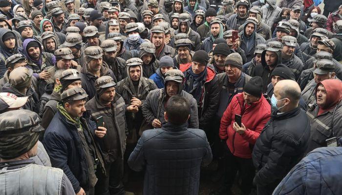 Minerii, în greva foamei, în fața Guvernului