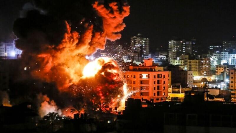Israelul intensifică raidurile în Faşia Gaza şi combate revoltele interne