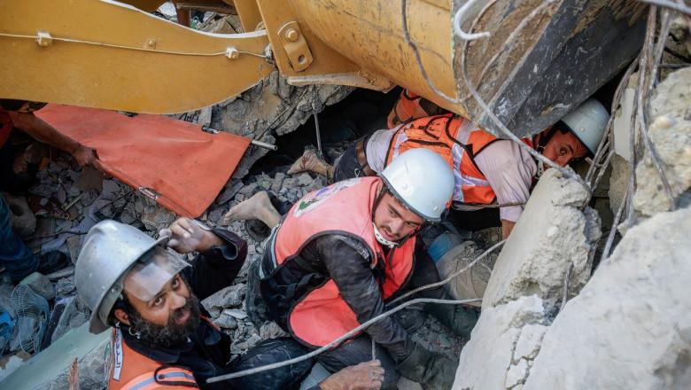 Fâșia Gaza, salvatorii au găsit 5 decedați și 10 supraviețuitori