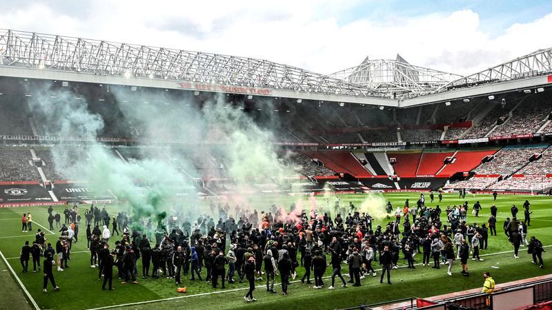 Sute de fani ai Manchester United au protestat față de patronul clubului