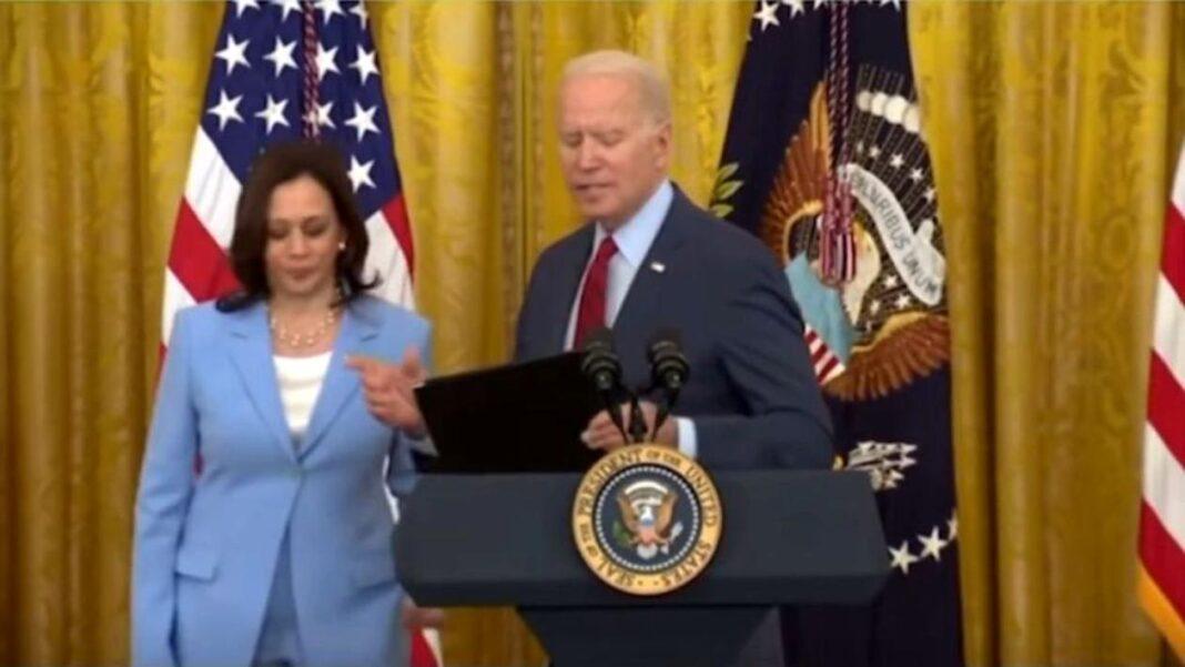 Harris, obligată să-i reamintească președintelui american Joe Biden