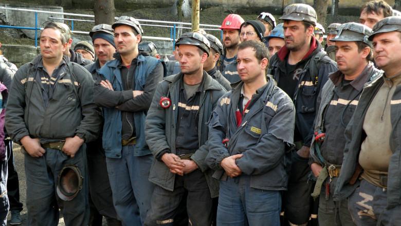 Peste 8.000 de angajați din minerit, disponibilizați