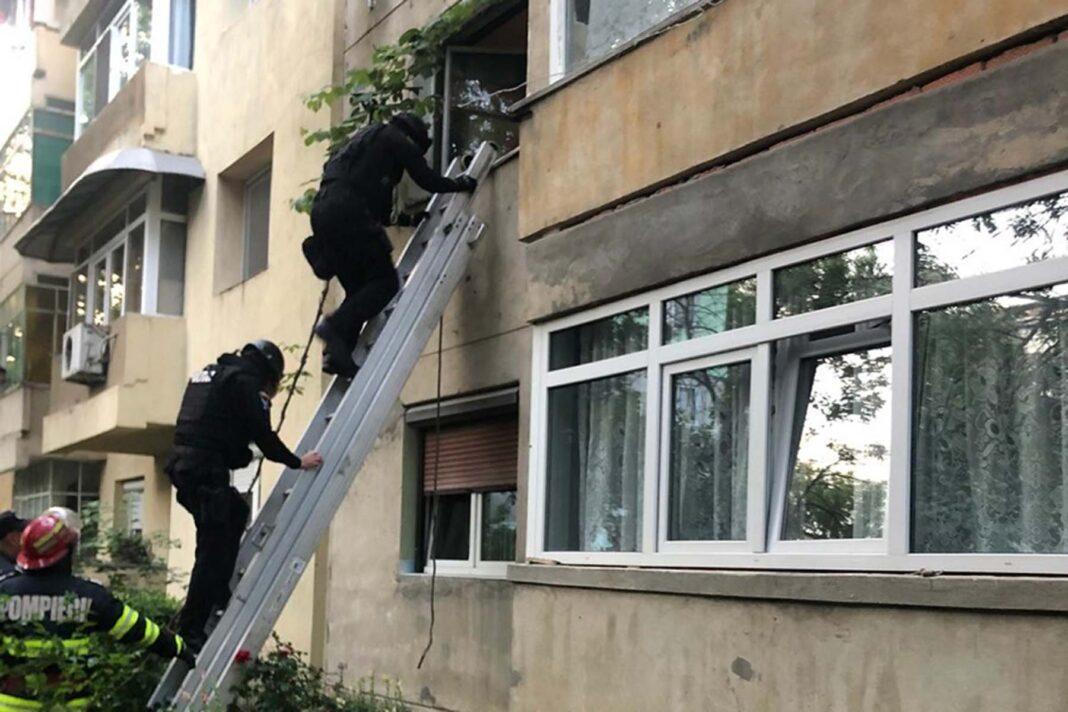 Un bărbat din Craiova, reținut după ce și-a sechestrat soția și soacra