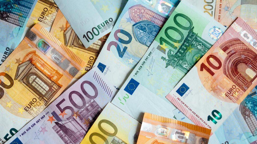 Trei din patru români își doresc trecerea rapidă la moneda euro