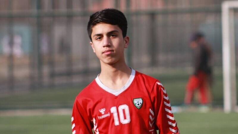 Fotbalist afgan, mort după ce a căzut dintr-un avion american, la Kabul