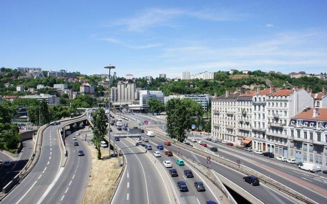 Oraşul Lyon reduce viteza în localitate la 30 km/h, din 2022, pentru a reduce accidentele și zgomotul generat de trafic